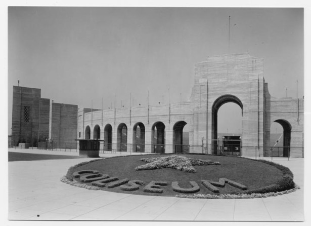 Los_angeles_memorial_coliseum_1920s