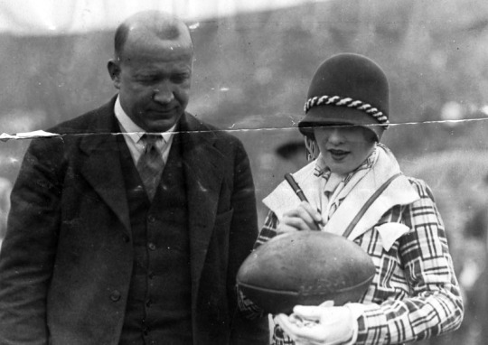 knute_rockne_sally_o'neil_football_1926
