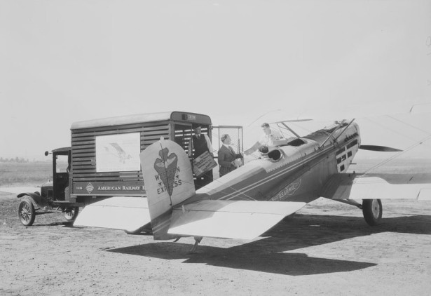 Western_Air_Express air mail 1927 Vail Field, Los Angeles