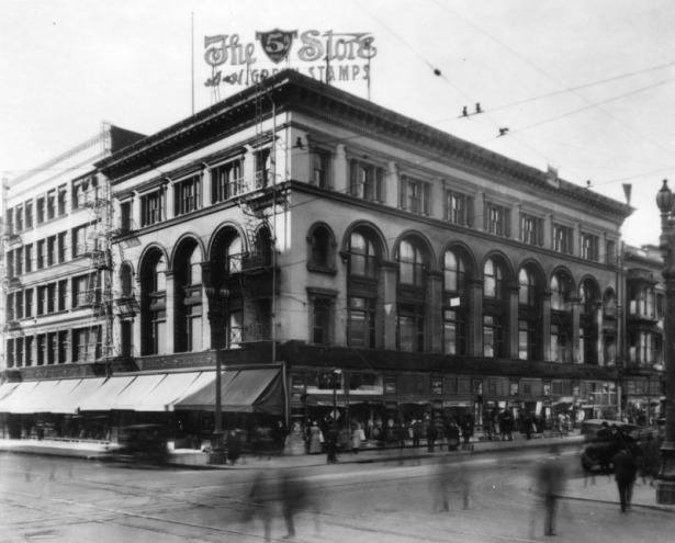 The Fifth Street Store on the southwest corner of Fifth and Broadway, c. 1920. LAPL.