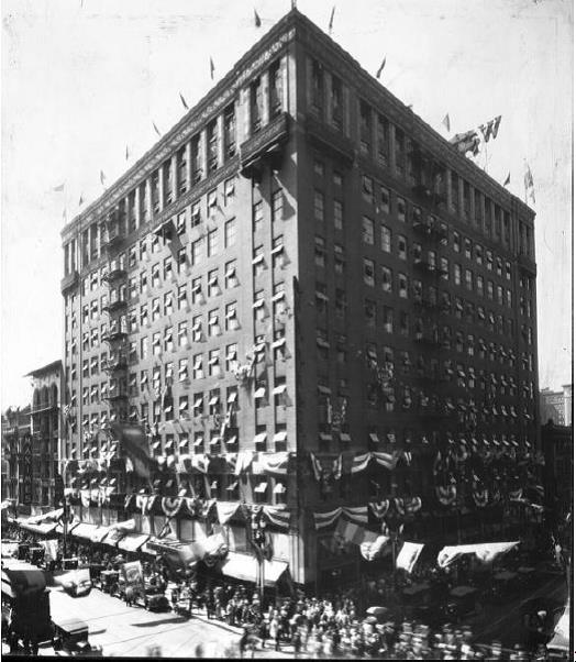 Walker's Fifth Street Store in 1928
