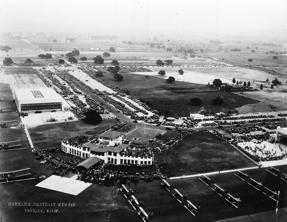 united_airport-burbank-1930.jpg